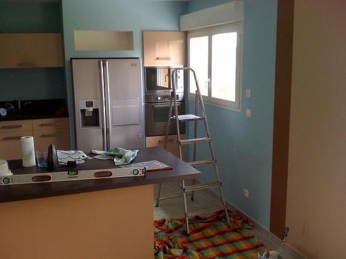 Peinture salon salle manger cuisine termin florange for Separation entre cuisine et salon