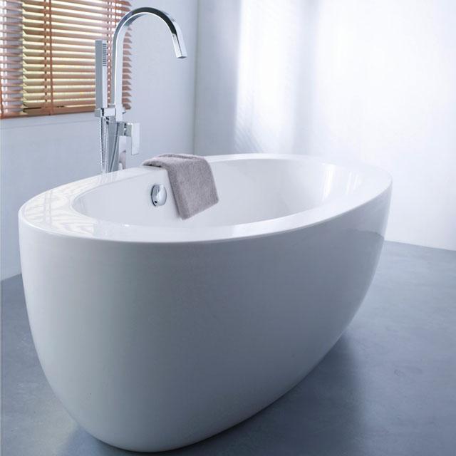 Meuble de salle de bain install cubes et pain d 39 pice - Baignoire pas chere castorama ...