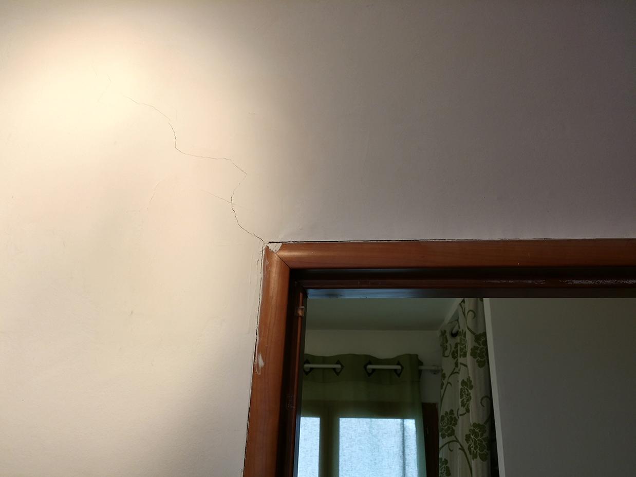 besoin d 39 aide sur fissure mur porteur 13 messages. Black Bedroom Furniture Sets. Home Design Ideas