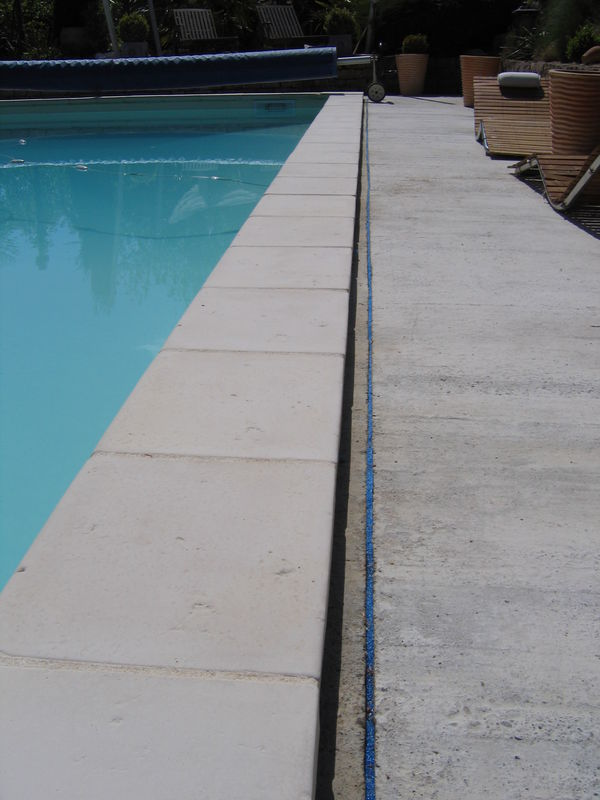 Besoin d 39 avis pour dalle de terrasse 5 messages for Joint carrelage piscine
