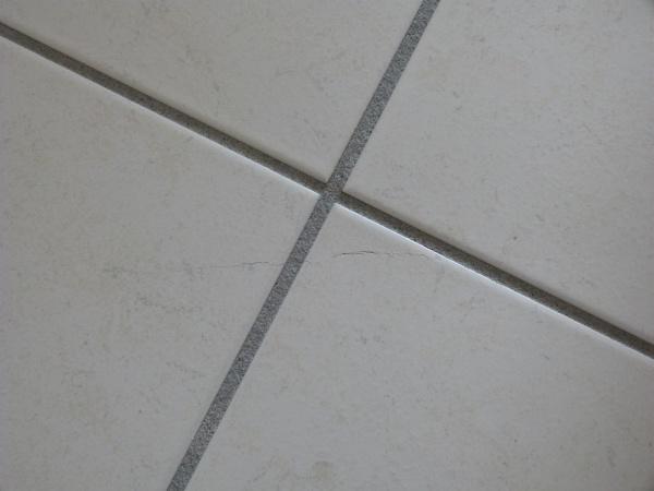 Carrelage qui fissure sur plancher chauffant for Carrelage joint de dilatation