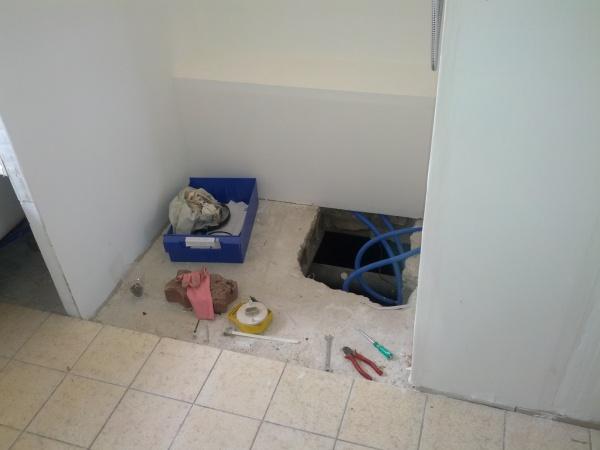 chape de douche italienne sur trou acc s d 39 ancienne baignoir. Black Bedroom Furniture Sets. Home Design Ideas