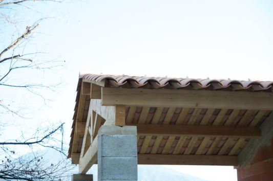 Charpente abri de jardin en dur en parpaing quoi for Comment monter sur un toit