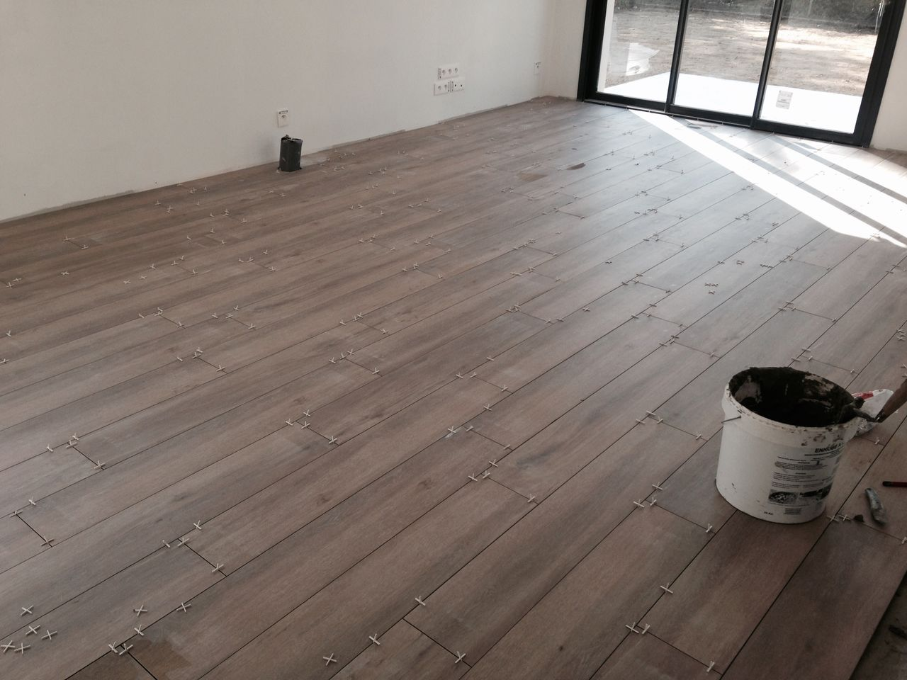 Quelle couleur de joints pour carrelage imitation parquet for Pose carrelage sol imitation parquet