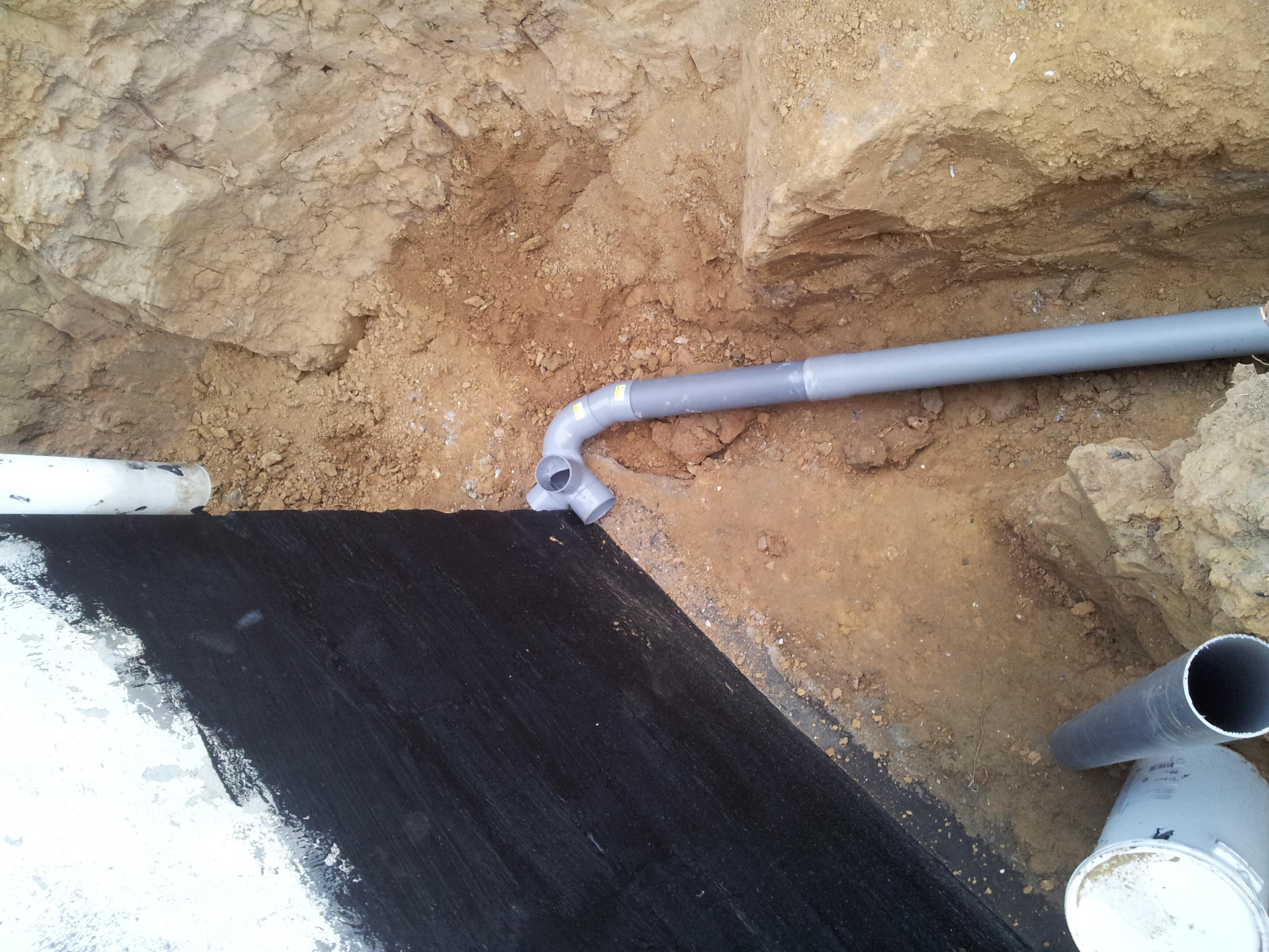 Drainage sur mur enterr humide 11 messages - Comment traiter un mur humide ...