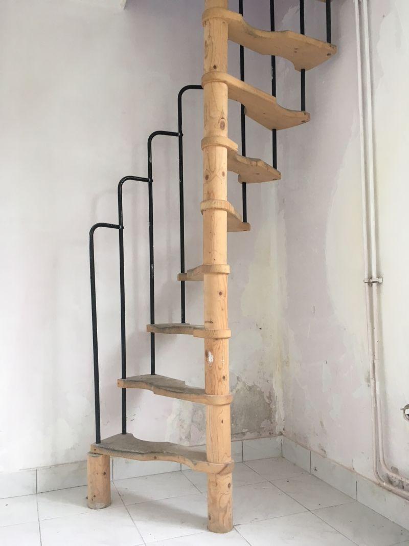conseil petit escalier cave 7 messages. Black Bedroom Furniture Sets. Home Design Ideas
