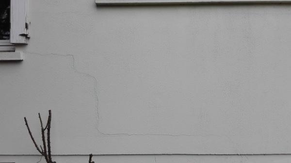 fissures l zardes sur facade. Black Bedroom Furniture Sets. Home Design Ideas