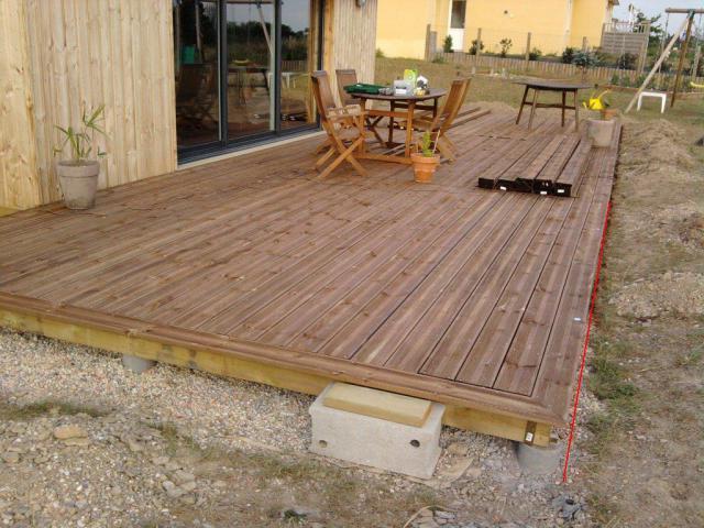 question sur la fixation des lames de terrasse en pin. Black Bedroom Furniture Sets. Home Design Ideas