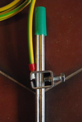 Comment fixer mon cable cuivre sur piquet de terre for Installer piquet de terre