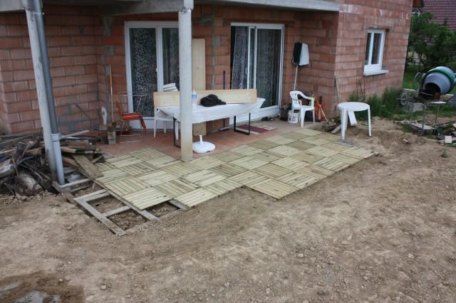 Faire une terrasse en palette un salon de jardin en for Terrasse avec palettes bois