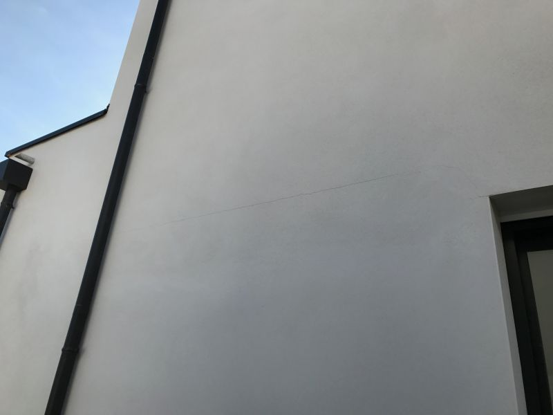Micro fissures sur enduit ext rieur liss maison neuve for Enduit lisse exterieur