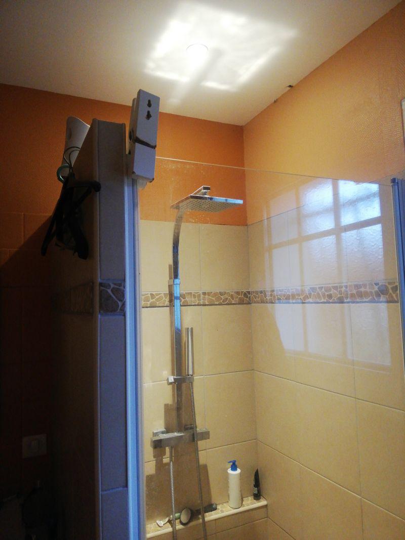 Le joint de ma porte de douche ne tient pas. [Résolu] - 19 messages