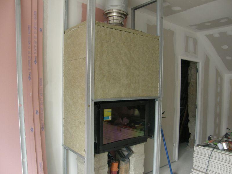 photo un foyer avec son isolant sans les bouches dair chaud le caisson sera au dessus de lisolant - Caisson De Decompression Cheminee