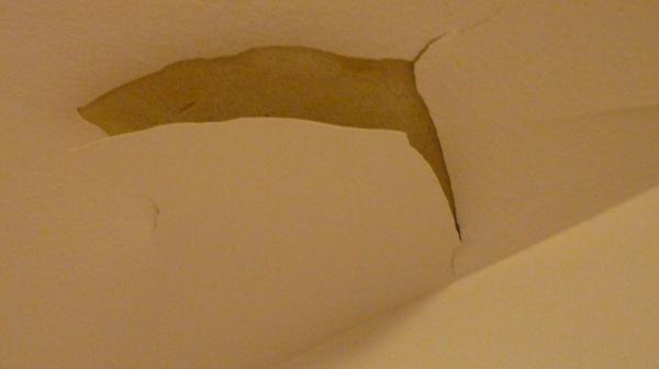 la peinture du plafond craqu le 18 mois apr s 7 messages. Black Bedroom Furniture Sets. Home Design Ideas