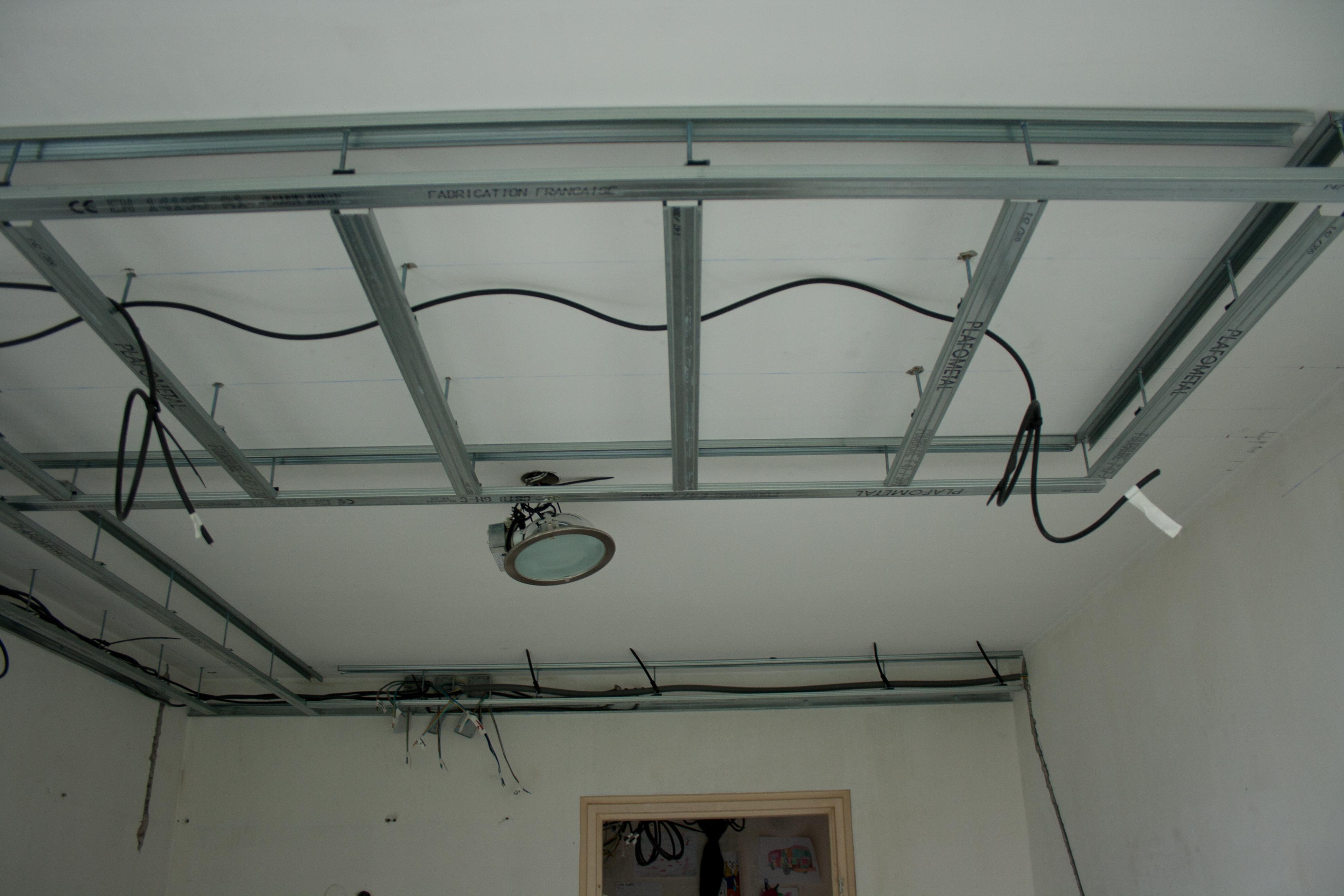 Photos de faux plafond avec lumi re indirecte groupes for Eclairage salon sejour