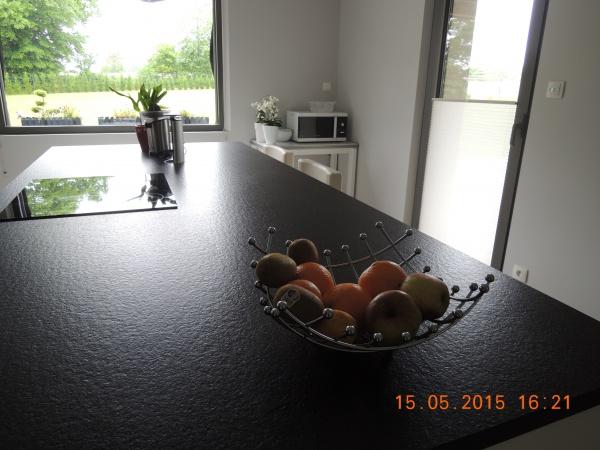 plan de travail en granit zimbawe noir finition ancieneto 10 messages. Black Bedroom Furniture Sets. Home Design Ideas