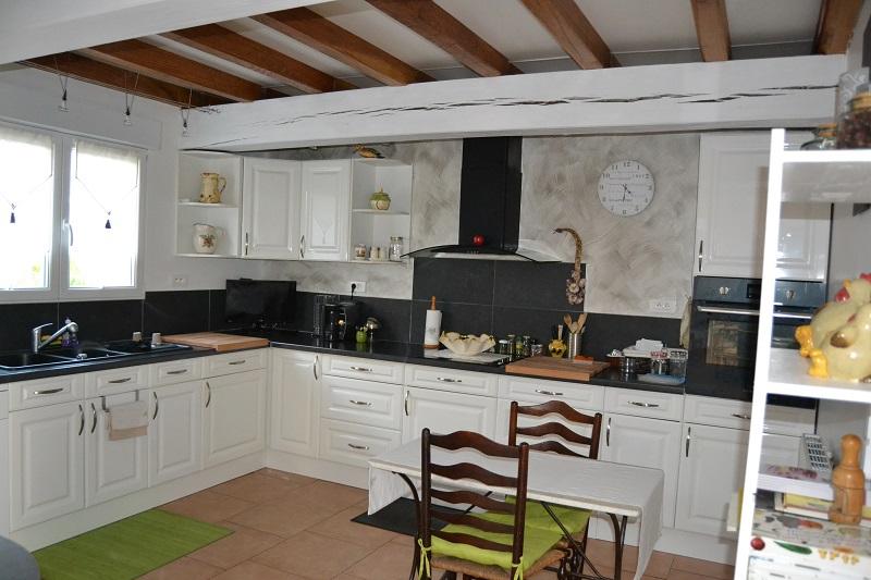 comment moderniser une cuisine cool relooker cuisine rustique chene le bois chez vous with. Black Bedroom Furniture Sets. Home Design Ideas
