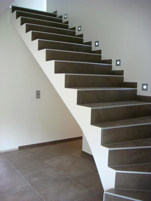 Rattraper finition escalier carrelage for Pose carrelage sur escalier