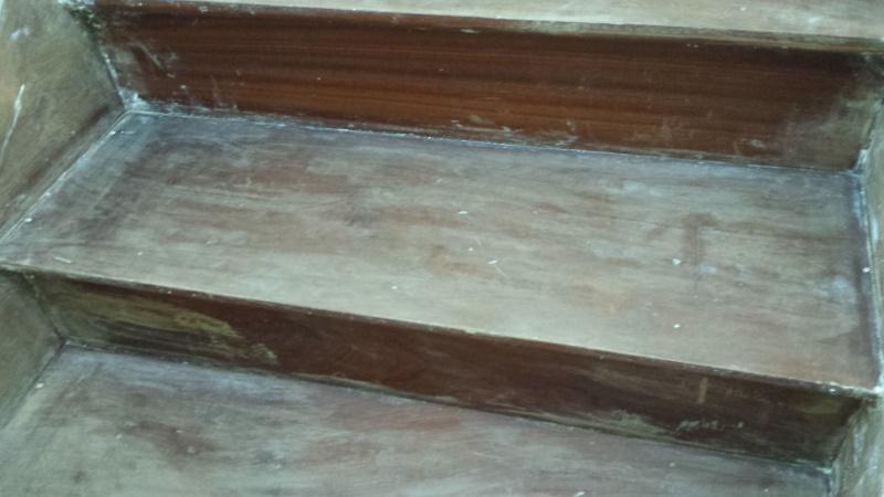 Remise neuf d 39 un escalier en bois rouge de 81 - Vitrifier un escalier en bois neuf ...