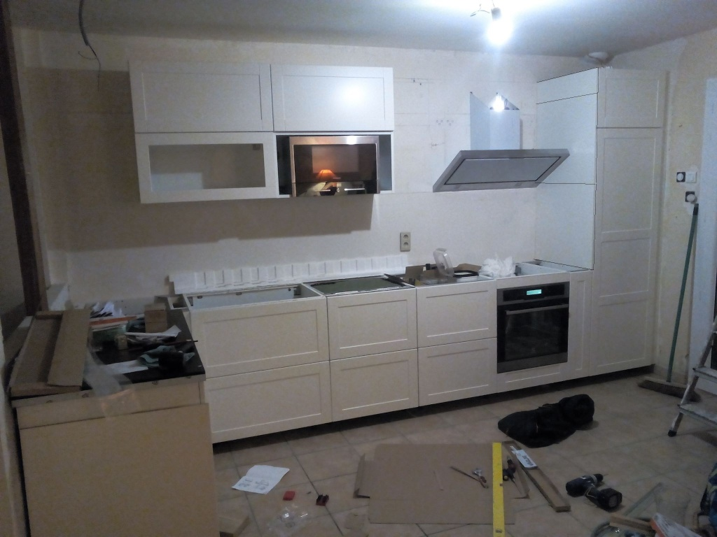 panneau de finition ikea sur mesure finition de cuisine. Black Bedroom Furniture Sets. Home Design Ideas