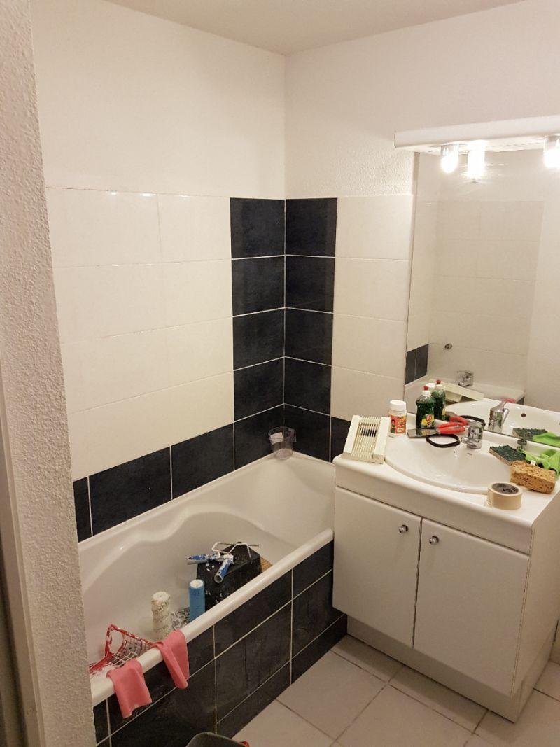 ajout carrelage salle de bain jusqu 39 au plafond. Black Bedroom Furniture Sets. Home Design Ideas