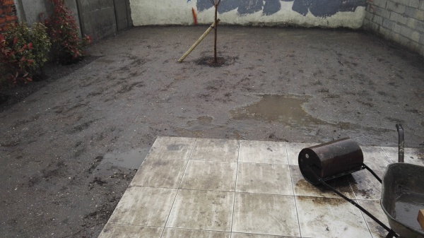 J ai lu que c était probablement du à une terre trop argileuse. Y-a-t il un  moyen de combler les trous tout en favorisant le drainage des eaux   5fbf3b317e8